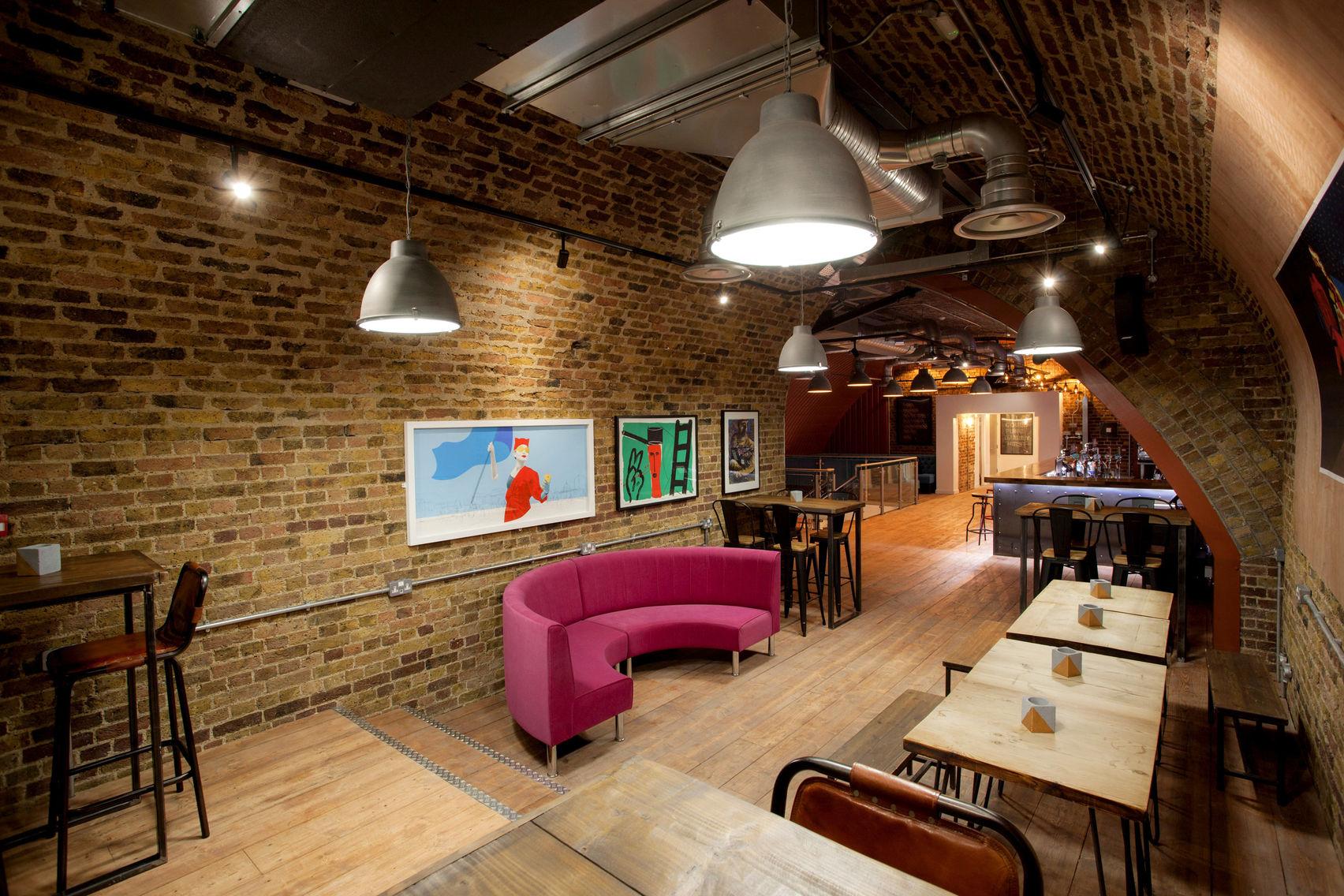Bose-Sound-System-SAMA-Bankside-Pink-Booth-Upper-Arch-Best-Bar-Award