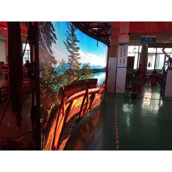 IP65 Curveable Outdoor LED Display Panel 5.9mm Pitch 500mm x 500mm 10 Degree Angle-able in either direction